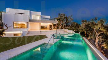 rich results on Google's SERP when seraching for modern villa in Sotogrande